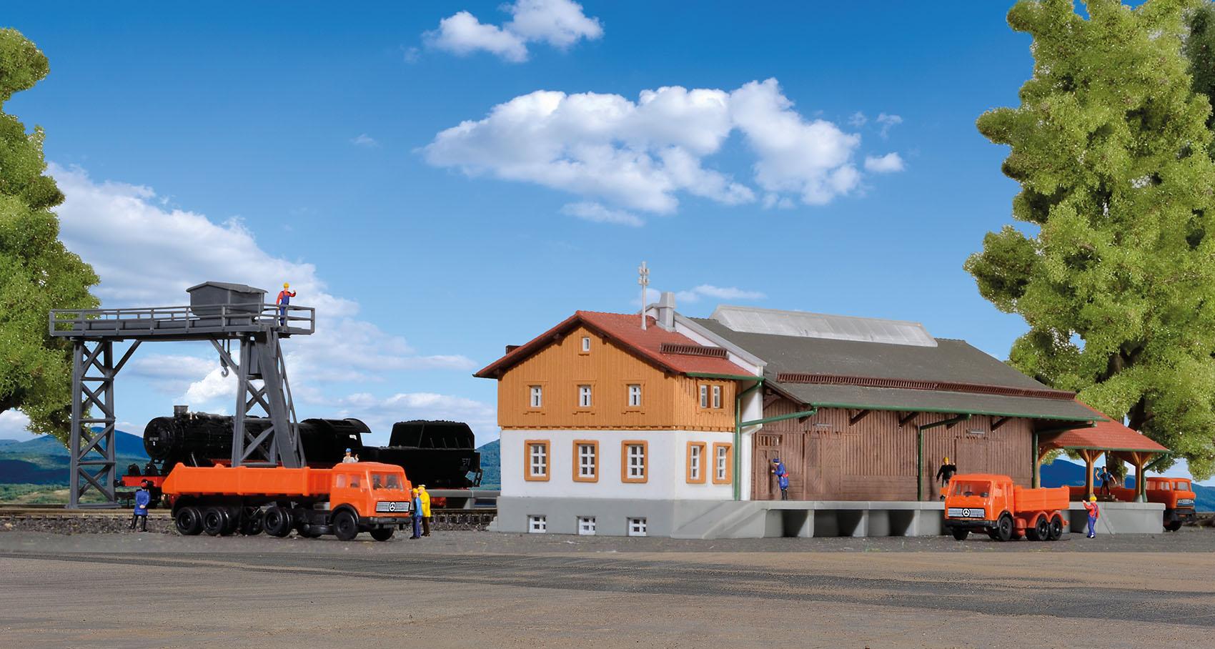 Kibri 36606 Z Güterhalle mit Überladekran und Rampe