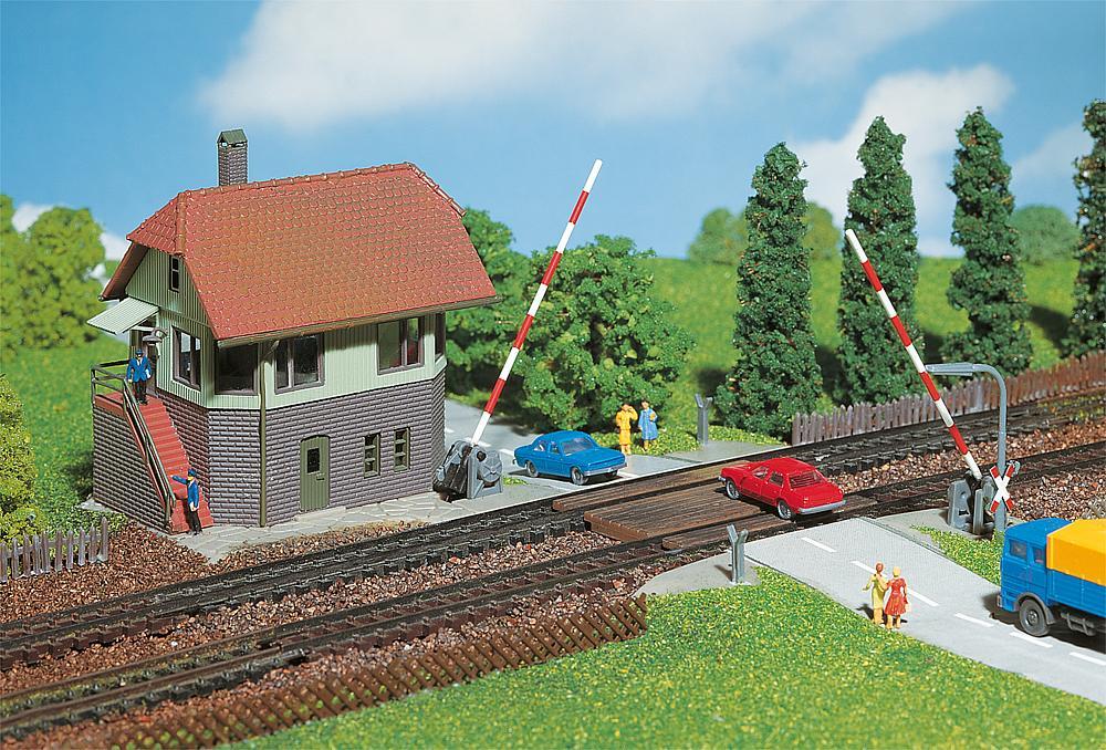 Gebr. Faller 222171 Bahnübergang mit Stellwerk