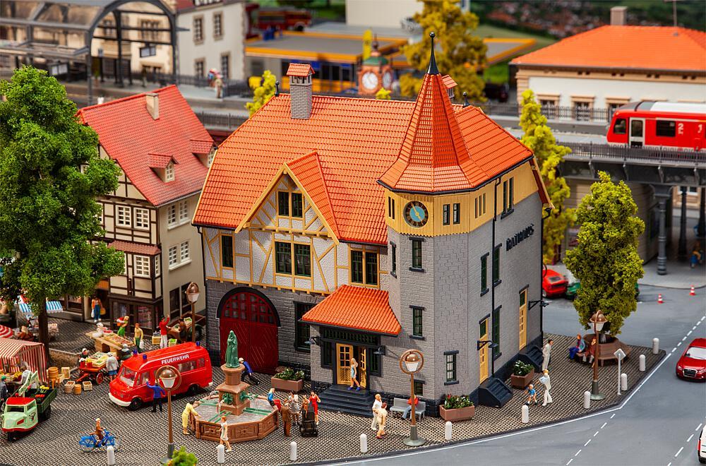 Gebr. Faller 130649 Rathaus mit Feuerwehrgarage