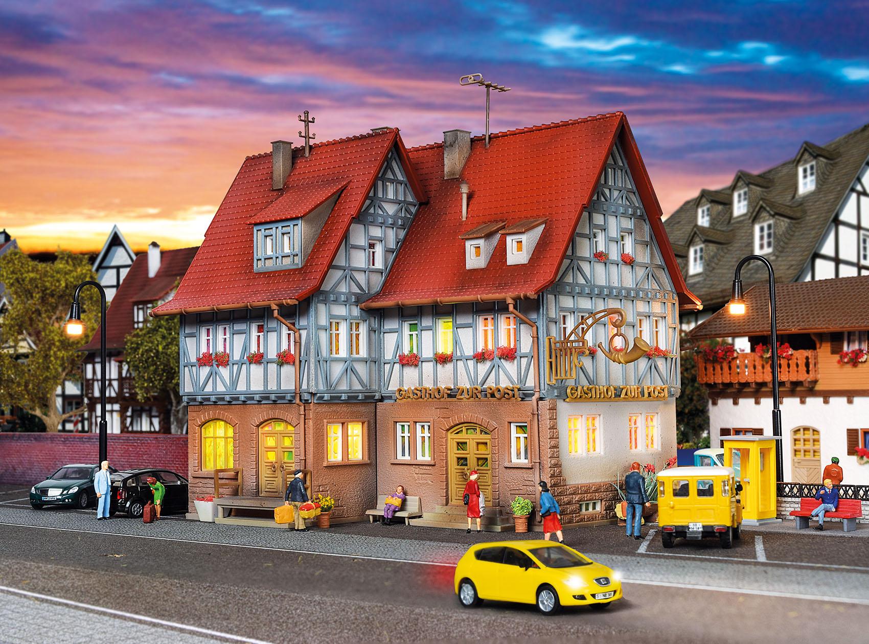 Vollmer 43637 H0 Gasthof zur Post mit LED-Beleuchtung,Funktionsbausatz